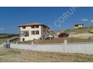 In Çorum Merkez, Kazıklıkaya locality, 1035 mk Vineyard with 2-storey house is for sale.